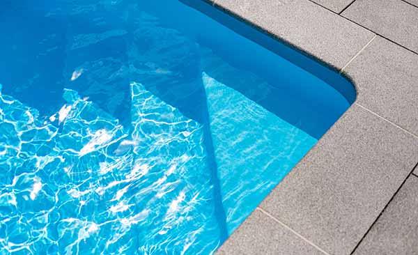 poolbau-treppe-innenliegend